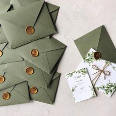 Greenery wedding invitation with handmade envelope and wax seal / © PAPIRA invitatii de nunta personalizate #weddinginvitations