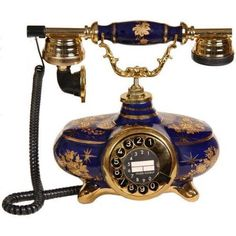 Antika telefonlar Antique Phone, Antique Clocks, Enterier Design, Telephone Booth, Vintage Phones, Home Phone, Old Tools, Vintage Items, Old Things