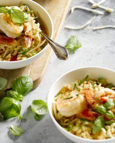 Risotto is heerlijk met scampi's erbij. We gebruiken een kreeftenbouillon om de rijst een lekkere zeevruchtensmaak te geven. Laat het smaken!