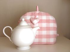 Audrey Walas: tea cozy--available in her online shop en France ~ $34.00, including shipping via Odette Aussi boutique http://www.siandso.com/odette-aussi/tea-cosy-garde-votre-theiere-au-chaud-24991.html#
