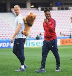 England keeper Joe Hart harangued for role in Iceland goals [Tweets]