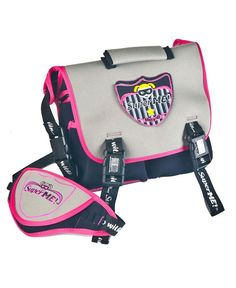 Urbanista - Messenger Lunch Bag for Girls - Superhero lunch bags for girls The perfect accessory for little superheroes heading out for super sized adventures. The 2-in-1 messenger bag provides little superheroes a hands-free way to carry lunch, snacks, drinks and essential superhero gear. The messenger bag converts into a satchel bag by removing the shoulder strap, which in turn transforms into a superhero utility belt. Starter patch included.