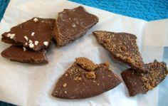 Geschenk 1. Advent *  Nicole vom [JuNi]-Livestyleblog an Julia von the cookingknitter * Zweierlei Bruchschokolade