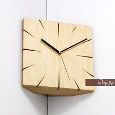 31 Indoor Woodworking Projects to Do This Winter Exuberant Popular Woodworking Articles Woodworking Articles, Woodworking Projects That Sell, Popular Woodworking, Woodworking Plans, Diy Clock, Clock Decor, Wall Clock Design, Clock Wall, Small Wood Projects