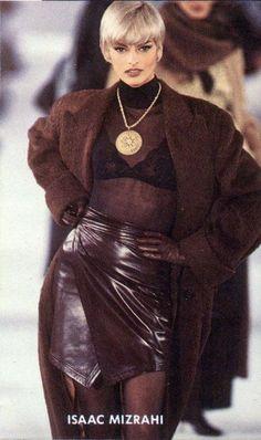 Linda Evangelista for Isaac Mizrahi 1991 Fashion Guys, Fashion Killa, 90s Fashion, Couture Fashion, Runway Fashion, High Fashion, Fashion Show, Autumn Fashion, Vintage Fashion