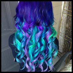 Gorgeous coloring!! Dark blue with teal, purple and touches of neon green. It's so pretty!! I love the length and the curls - definitely a great look!!♡♡♡  #beauty #dyedhair #coloredhair