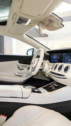 Top Luxury Cars, Luxury Sports Cars, Mercedes Amg S63, Broderie Simple, Lux Cars, Car Goals, Fancy Cars, Mercedes Sports Car, Car Car