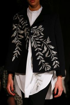 Oscar de la Renta Fall 2018 Ready-to-Wear Fashion Show Cardigan Fashion, Hijab Fashion, Fashion Dresses, Fashion 2018, Fashion Week, Fashion Show, Western Dresses For Women, Abaya Designs, Fashion Details