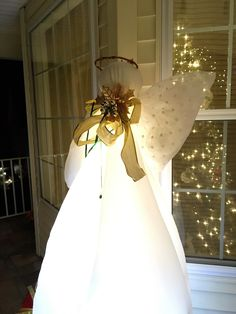 Discover thousands of images about My daughter and I made this Christmas angel from a tomato cage ! Whoville Christmas Decorations, Christmas Yard, Christmas Angels, Christmas Projects, Christmas Lights, Christmas Holidays, Christmas Wreaths, Merry Christmas, Angel Crafts