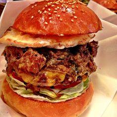 エッグチーズバーガー( ¤̴̶̷̤́ ‧̫̮ ¤̴̶̷̤̀ ) AGのマンスリー美味そー♫もう我慢ならん( ›◡ु‹ )