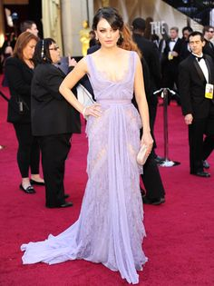 Oscars: Mila Kunis' Dress Generates Buzz on Red Carpet