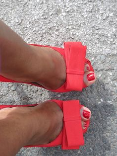 Darling Red Shoes, red bows definately show off the toes