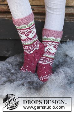 Knitted socks with multi-coloured Norwegian pattern for kids. Sizes 24 -  The piece is worked in DROPS Merino Extra Fine. 29c9af94be0