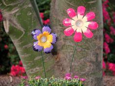 Kids Craft Tutorial: How to make garden art flowers from plastic water bottles