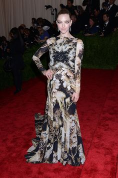 gala del MET 2013: Amanda Seyfried de Givenchy