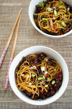 Chilli Beef Noodles Slimming Eats - Slimming World Recipes Slimming World Dinners, Slimming Eats, Slimming World Recipes, Asian Recipes, Beef Recipes, Cooking Recipes, Healthy Recipes, Beef And Noodles, Pasta