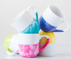 DIY Marble Dipped Mug | Easy DIY Christmas Gifts for Friends
