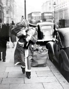 World War Two: December Father Christmas walks the streets of wartime London, The old man has exchanged his civilian red hood for a warlike 'tin hat', but, blitz or no blitz, he is delivering goods this year (Photo by Popperfoto/Getty Images) Rare Photos, Old Photos, Vintage Photos, Photos Originales, Colorized Photos, Vintage London, Retro Vintage, World Pictures, Father Christmas