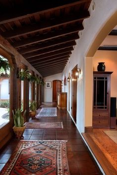 Get Inspired By These Mid Century Ambiances! Modern home interiors and design ideas from the best in condos, penthouses and architecture. Plus the finest in home decor and products. Hacienda Style Homes, Spanish Style Homes, Spanish House, Spanish Colonial Kitchen, Spanish Style Interiors, Spanish Style Decor, Mexican Style Homes, Hacienda Kitchen, Spanish Revival Home