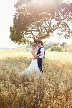 Country wedding day photo ideas. Outdor wedding photo.