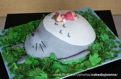 If I ever broke down and used fondant, it would be for this cake! Totoro, Pretty Cakes, Beautiful Cakes, Amazing Cakes, Fondant Cakes, Cupcake Cakes, Cupcakes, Happy Birthday Video, Kawaii
