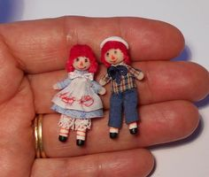miniature toys OOAK Raggedy Ann and Andy, handmade by the portuguese artisan Alicia Volta. Fully modeled in polymer clay without molds, hand dressed in cotton Dollhouse Dolls, Miniature Dolls, Minis, Raggedy Ann And Andy, Tiny Dolls, Sewing Toys, Barbie And Ken, Fabric Dolls, Cool Toys