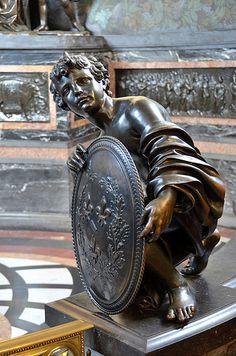 Château de Chantilly (Oise) - Musée Condé - La Chapelle . Sculpture de Jean Sarrazin