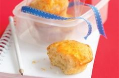 Banana yoghurt muffins - These fabulous muffins taste like a banana smoothie with the dense and moist texture of a cupcake. Banana Yogurt Muffins, Berry Muffins, Lunch Box Bento, Lunch Boxes, Healthy Sweet Treats, Healthy Kids, Healthy Meals, Healthy Recipes, Lunch Box Recipes