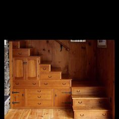 Beautiful wood work now that's using space wisely