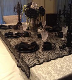 Top 18 Table Setting Designs For Halloween – Cheap & Easy Party Decor Project - HoliCoffee Gothic Halloween, Theme Halloween, Halloween House, Halloween Ghosts, Holidays Halloween, Halloween Crafts, Halloween Decorations, Halloween Weddings, Halloween Dinner