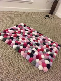 DIY Pom Pom Rug This super soft DIY pom pom rug looks astonishingly good and is . DIY Pom Pom Rug This super soft DIY pom pom rug looks astonishingly good and is the perfect bedroom Diy Pom Pom Rug, Pom Pom Crafts, Yarn Crafts, Yarn Pom Poms, Crafts For Teens To Make, Crafts To Sell, Tapetes Diy, Dollar Store Crafts, Diy Home Crafts