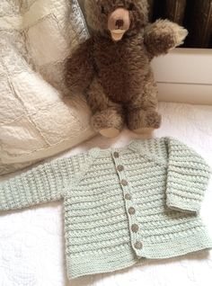 Little Ivanhoe baby cardi by Lena Gjerald. What could be cuter than keeping your favorite wee one warm in this sweater? Only that it's a FREE pattern on Ravelry! Crochet For Boys, Knitting For Kids, Free Knitting, Baby Knitting, Crochet Baby Cardigan, Baby Sweaters, Crochet Sweaters, Old Sweater, Easy Knitting Patterns
