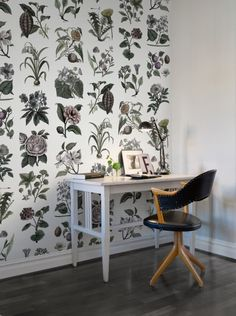FRUIT & FLORA, COLOR The Fruit & Flora wallpaper shows a wide variety on wall. Here we have made our own selection in a graphic colour style - Wall mural R13172 Fruit & Flora, Color