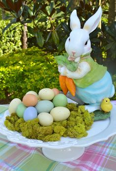 CHARMING EASTER BRUNCH  CENTERPIECE Credit: Celebrate and Decorate with Chole Crabtree