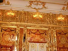 Amber Room Catherine Palace of Tsarskoye Selo near Saint Petersburg is a complete chamber decoration of amber panels backed with gold leaf and mirrors. Peter The Great, Catherine The Great, Catalina La Grande, Inside Castles, Amber Room, Petersburg Russia, Saint Petersburg, Palace Interior, Winter Palace