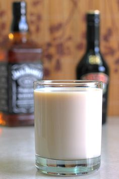 Jack Knife drink recipe, featuring Jack Daniels and Bailey's Irish Cream. http://mixthatdrink.com/jack-knife/