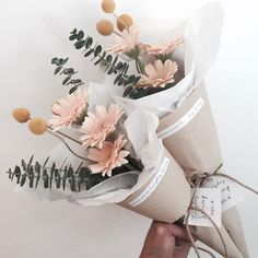 ideas flowers gift bouquet plants for 2019 How To Wrap Flowers, Bunch Of Flowers, My Flower, Dried Flowers, Beautiful Flowers, Flower Wrap, Deco Floral, Arte Floral, Orquideas Cymbidium