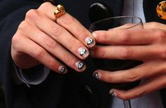 alexa chung eye nails #Beauty #NailsCheck out this easy nail art tutorial at http://dropdeadgorgeousdaily.com/2015/11/beauty-how-to-simple-stripe-nail-art/