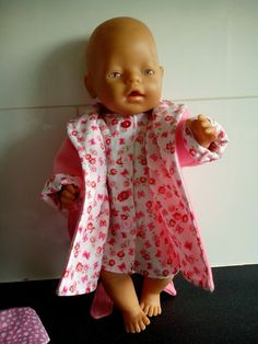 67b6f0f4d11074 Set bestaande uit een nachtjapon en een badjas. Geschikt voor poppen van  ca. 43
