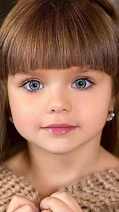 Children are the angels that God has given to the world. They are pure and beautiful, innocent and innocent. Most Beautiful Eyes, Beautiful Little Girls, Cute Little Girls, Beautiful Children, Beautiful Babies, Cute Baby Girl, Cute Babies, Cute Kids Photography, Little Girl Models