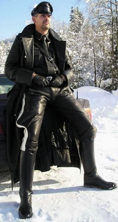 Men in black leather Mens Leather Coats, Leather Jeans, Leather Trench Coat, Leather Gloves, Black Leather, Leather Jacket, Mens Gloves, Leather Fashion, Men's Fashion