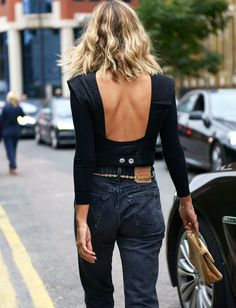 Love this chic black top with cutout back details paired with relaxed fit Levis for a cool casual street style outfit idea Fashion Jeans, Fashion Mode, Look Fashion, Street Fashion, Womens Fashion, Fashion Trends, Latest Fashion, Looks Street Style, Looks Style