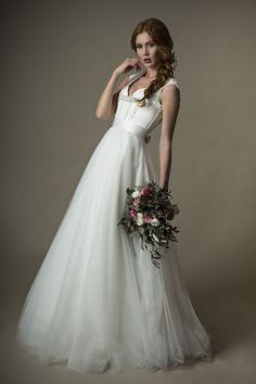 langes Brautdirndl Ella aus der aktuellen Kollektion www.tianvantastique.com ❤
