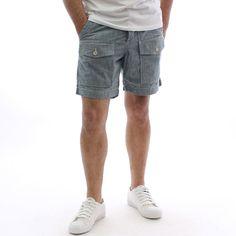 Комфортен #мъжки #къс #панталон с #италиански джобове, от 100% памук. Късите #шорти са отново на #мода. Ако сте достатъчно смели и искате да сте в топ тенденциите за сезона, може да добавите в гардероба си и този #модел къс панталон.