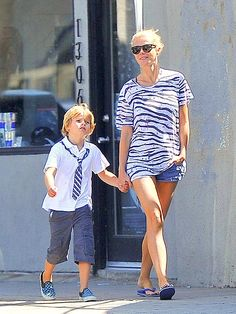 SPOTTED: Gwyneth Paltrow in her Brasil Marine Blue Havaianas
