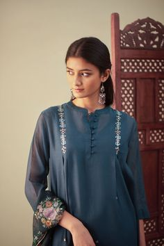 Order content my whatsapp number 7874133176 Churidar Designs, Kurta Designs Women, Pakistani Dresses Casual, Pakistani Dress Design, Simple Kurti Designs, Kurta Style, Kurti Embroidery Design, Kurta Neck Design, Designs For Dresses