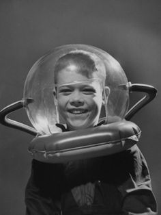 I'm a little obsessed with bubble helmets, I admit it.......