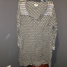 Old Navy Black White Dot Swim Cover Up Tunic XXL Black and white with colorful shoulder and sleeve trimming. Pre loved. Worn only a few times Old Navy Swim Coverups