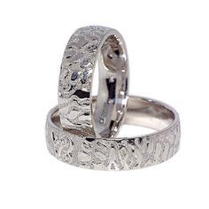 Cele doua inele sunt caracterizate de un interior de tip semiconfort si de un exterior semibombat, cu finisaje lucioase, intercalate cu alte finisaje pentru crearea unui contrast rafinat. Bengal, Wedding Rings, Engagement Rings, Jewelry, Enagement Rings, Flare, Jewlery, Jewerly, Schmuck