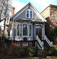 2218 N. Victorian Manor, Victorian Style Homes, Victorian Cottage, Luz Natural, House Plans With Photos, San Francisco, Victorian Architecture, Beautiful Buildings, Little Houses